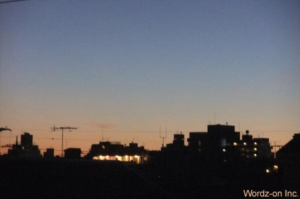 夜明け前の空