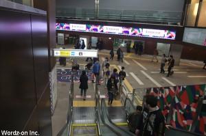 井の頭線吉祥寺駅改札前のエスカレーター